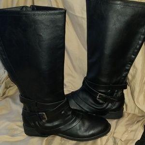 Report Hargrove black boots